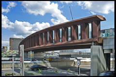 GB londen stratford town city link bridge 01 2012 knight arch_buro happold (gr eastern rd) (Klaas5) Tags: greatbritain england grootbrittanie engeland london contemporary ©picturebyklaasvermaas architektuur architektur architettura architectuur arquitectura architecture uk unitedkingdom verenigdkoningkrijk bridge brug voetgangersbrug pedestrianbridge gebouw building structure معماری arquitetura arhitectură สถาปัตยกรรม senibina ਆਰਕੀਟੈਕਚਰ 구조 arkitektúr mimari kiếntrúc arsitektur gine ארכיטקטורה ճարտարապետություն argitektuur architektura faaji bokwakhiwa arkkitehtuuri építészet архитектура アーキテクチャ 架构 आर्किटेक्चर usanifu فن تعمیر هندسة معمارية architect bouwjaar completed