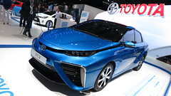 Toyota Fuel Cell Sedán (1)