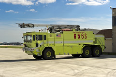 Chicago Fire Department ARFF 656S (MIDEXJET (Thank you for over 2 million views!)) Tags: cfd chicagofiredepartment arff oskoshtruck chicago chicagoillinois chicagoohare ohare ord kord oshkosht3000 illinois unitedstatesofamerica chooseohare fly2ohare flyohare