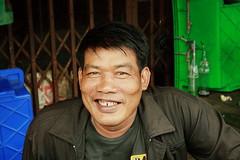 big smile man (the foreign photographer - ) Tags: man smile canon thailand big kiss market bangkok mai motorcycle driver sapan bangkhen 400d yingcharoen