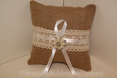 Ring Bearer Pillow / Ring Pillow perfect for a #rustic wedding, #countrychicwedding or #shabbychicwedding (boxedweddinginvitations) Tags: rustic pillow burlap ringpillow ringbearerpillow countrychicwedding shabbychicwedding burlappillow