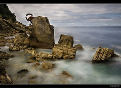 Mar adentro XXII (Pogdorica) Tags: escultura donosti sansebastian eduardo chillida maradentro peinedelosvientos peine vientos playaondarreta