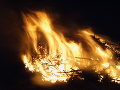 Bonfire / Osterfeuer 2005, Rosendahl-Darfeld, Germany, Ostern / Eastern 2005 (betadecay2000) Tags: fire burning burn bonfire feuer osterfeuer ostersonntag