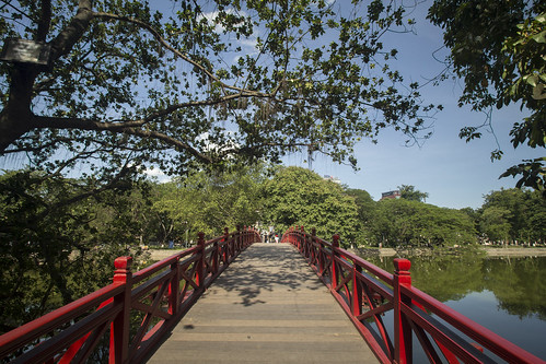 "Red bridge • <a style=""font-size:0.8em;"" href=""http://www.flickr.com/photos/69554238@N03/19210910858/"" target=""_blank"">View on Flickr</a>"
