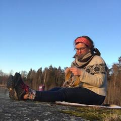 Strikking på stranda (osloann) Tags: first spring vår hytta vänern sverige sweden knitting strikking