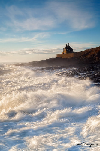 The Bathing House, Howick (© Ian Flanagan) Tags: northumberland bathinghouse sea sunlight seascape howick landscape