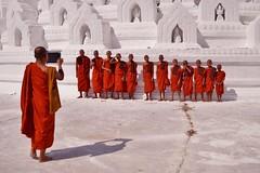 Mingun - pagode Hsinbyume 20 (luco*) Tags: myanmar birmanie burma mingun pagode pagoda hsinbyume moine monks moinillons novices jeunes garçons young boys flickraward flickraward5 flickrawardgallery