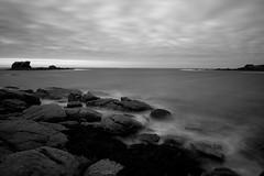 The Tide (Myajima) Tags: france bretagne mer sea lamanche thechannel rochers rocks nuages clouds noiretblanc blackandwhite brittany ploudalmézeau longexposure expositionlongue