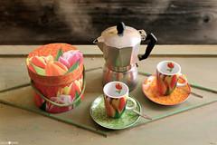 Caffè Moka & Dutch Tulipani (millie_difiore) Tags: caffè café coffee fumo humo smoke tulipani tulipanes tulips moka caffettiera cafetera coffeemaker scatola caja box