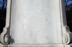 1904 Berlin Familienwappen Generalfeldmarschall Helmuth Karl Bernhard Graf von Moltke (1800-1891) genannt der große Schweiger von Joseph Uphues Marmor Großer Stern in 10557 Tiergarten (Bergfels) Tags: skulpturenführer bergfels 1904 1900er kaiserzeit wilhelmii berlin dergroseschweiger josephuphues juphues uphues marmor moltke 19jh 1864 deutschdänischerkrieg deutschösterreichischerkrieg 1866 deutschfranzösischerkrieg militärkabinett grosergeneralstab 20jh preusen wilhelmi helmuthkarlbernhardgrafvonmoltke adliger hochadel vonmoltke helmuthvonmoltke vmoltke standfigur feldherr schlachtenlenker lenkerderschlachten geboren1800 gestorben1891 geboren1800er gestorben1890er geboren19jh gestorben19jh militär soldat general offizier 18701871 ritterdesschwarzenadlerordens schwarzeradlerorden adlergesicht roteradlerorden ritterdesrotenadlerordens graf moltkedenkmal kose grossertiergarten grosertiergarten groserstern 10557 tiergarten beschriftet transloziert wappen familienwappen wappenbeschreibung wahlspruch erstwägendannwagen