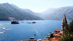 Un luminoso día (Herminio.) Tags: kotor montenegro perast lago lac llac bahía bay summer verano iglesia church our lady rocks rocas señora iswla isla island