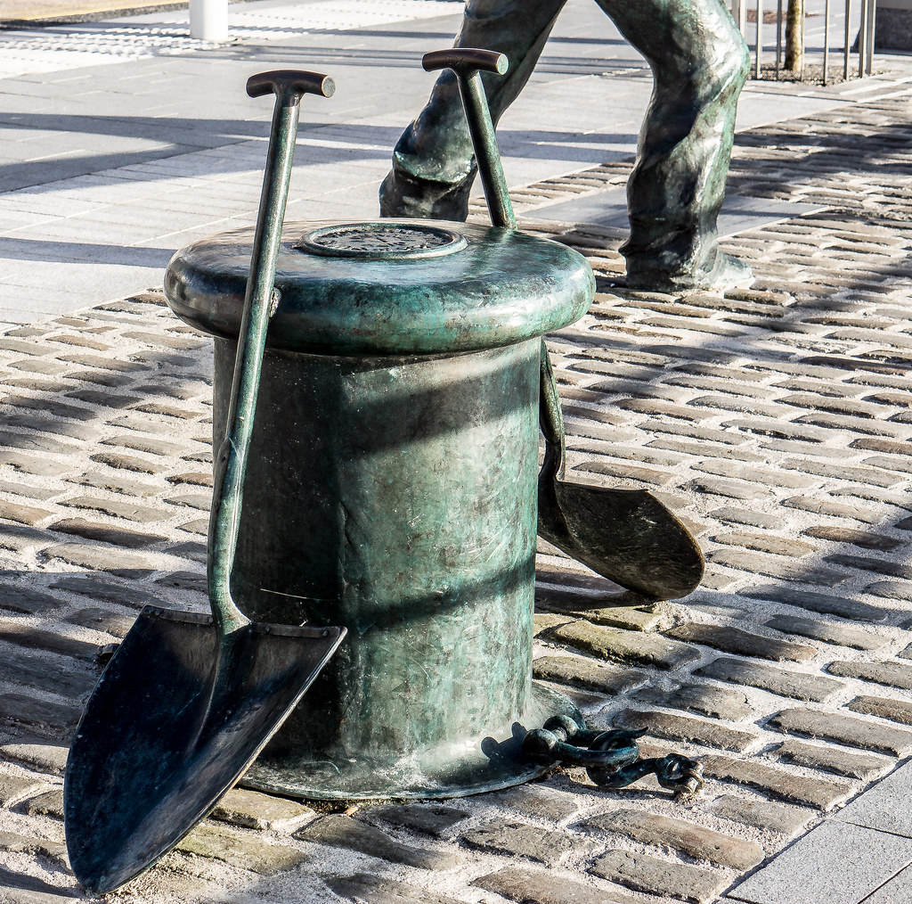 The Dockers Monument In Limerick City Ref-441