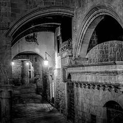 Viterbo: Medieval Quarter (Dan Guimberteau) Tags: street light blackandwhite monochrome night noiretblanc medieval viterbo italie latium nikond90