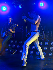 Gary Mullen and the works (JOHN BRACE) Tags: wales club fan north queen convention works gary sands mullen prestatyn presthaven