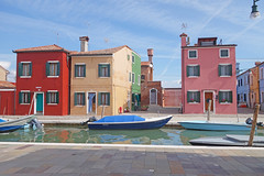 Burano (Ni1050) Tags: travel italien venice houses italy lagune colors matt boats island casa holidays italia colours sony urlaub kitsch lagoon boote insel journey colored kanal maison coloured venezia venedig farbig bunt burano canale reise pastell häuser 2014 rx100 ni1050 rx100m2 ninicrew