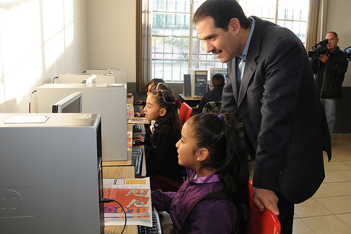 """El Gobernador Guillermo Padrés entregó obras de remodelación en la escuela """"Profesor Alberto Gutiérrez"""""""