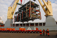 uninterested (larry_antwerp) Tags: haven port ship belgium vessel terminal antwerp total abes schip annesofie coordinadora optara salheavylift tecnicasreunidas 9376490