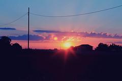 Las Graeras. (lachicaendless) Tags: pink sunset summer sky espaa sun sol clouds canon landscape atardecer spain holidays village sundown pueblo rosa paisaje leon cielo nubes verano vacaciones castillayleon lasgraeras graeras eos1100d leonesp