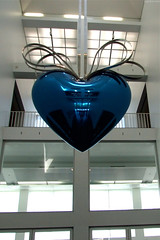 "Huge Blue Metal Heart by Koons • <a style=""font-size:0.8em;"" href=""http://www.flickr.com/photos/34843984@N07/15353386959/"" target=""_blank"">View on Flickr</a>"