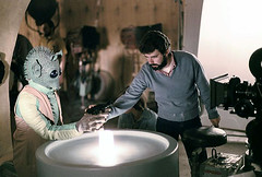 Lucas showing how to hold a blaster (Tom Simpson) Tags: film vintage starwars 1977 behindthescenes cantina georgelucas greedo moseisley mariadearagon