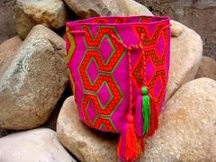 La Cultura Wayu, entre los tejidos de Wale Ker (Artesanas de Colombia S.A) Tags: indgenas maestro cultura mochila tradicin manualidades artesanos wayuu artesanasdecolombia