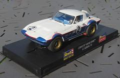 CHEVROLET Corvette Grand Sport (1:32) (xavnco2) Tags: auto chevrolet car model automobile monogram racing plastic american sebring slot corvette gs 132 1965 maquette revell américaine grandsport modèleréduit