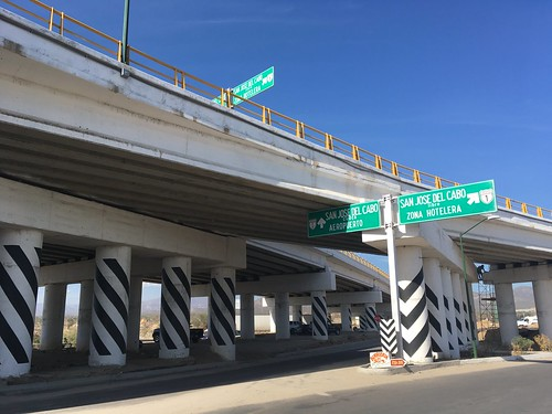 Freeway to San Jose del Cabo splits into toll and free routes