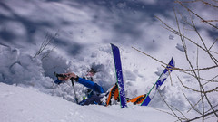 Podejście lasem do schroniska Rif. Vittorio Emanuelle II  2735m. Marcin w śniegu. (Tomasz Bobrowski) Tags: vittorioemanuelleii valsavarenche narty alpy graianalps góry mountains skitury skitouring alps ski alpygraickie skitura