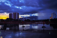Sunset and rain (Otacílio Rodrigues) Tags: céu rio água cidade chuva rain pôrdosol sunset ponte bridge luzes lights reflexos reflections prédios buildings urban natureza nature montanha mountain nuvens clouds resende brasil oro topf25