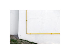 3180549 (ufuk tozelik) Tags: ufuktozelik wall pipe yellow white building land grass urban