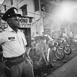 Saigon 1972 - Photo by Raymond Depardon - Đường Võ Táng, Gia Định. Nay là Hoàng Văn Thụ thumbnail