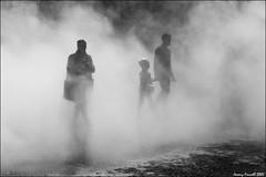 London Fog (zolaczakl) Tags: fujikonakaya tatemodern nikond7100 nikonafsnikkor24120mmf4gedvrlens blackandwhite monochrome mono uk london 2017 april londonfog people figures