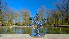 Une journée au Parc (Ⓨ a s m i n e Ⓗ e n s +4 900 000 thx❀) Tags: 7dwf landscape parc nature blue green bruxelles brussels belgium hensyasmine water étang lac atomium