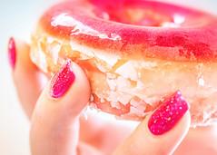 double glazed (gian_tg) Tags: hand glitternails ringglazeddoughnut doughnut donut sweet strawberrygloss sugar red pink glaze macromondays depthoffield fingernails