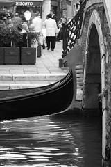 Venècia (carlesbaeza) Tags: itàlia italia italy venècia venecia venice venezia gondola puente bridge pont beautifulimages canal agua aigua