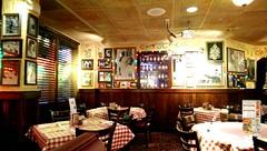 Buca di Beppo (Henrro2003) Tags: restaurant italian florida bucadibeppo tavolo ristorante boyntonbeach italiano tavoli