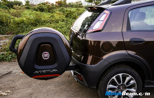 2015-Fiat-Avventura-05
