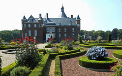 Burg Anholt mit Garten (Zatato) Tags: wasser wiese blumen enten wald garten gänse schlossanholt