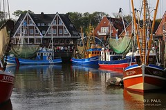 Hafenbecken Neuharlingersiel (Elbmaedchen) Tags: ostfriesland hafen nordsee neuharlingersiel