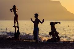 Calma y relax (Alejandro rz) Tags: sunset people italia tramonto gente puestadesol palermo taichi sicilia canon600d sconzajuoco
