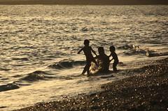 ser padre (RalRuiz) Tags: espaa contraluz atardecer mar andaluca mediterraneo almera cabodegata dorado retamar