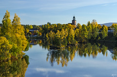 Kongsberg dressed for autumn (Ron Jansen - EyeSeeLight Photography) Tags: autumn orange sun reflection green fall church colors yellow norway river kirke kongsberg lgen buskerud