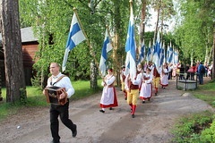 Midsummer Eve celebrations in Helsinki (ec1jack) Tags: summer june festival suomi finland island evening helsinki europe midsummer flag traditions helsingfors finnish finn flagday seurasaari 2015 kierankelly ec1jack canoneos600d