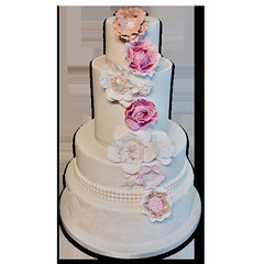 Flowers & Pearls Wedding Cake