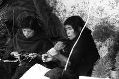 lavoratrici (Dalia-Nera) Tags: sguardi ritratto donnamessicana tessitura reportage messicanpeople bambino
