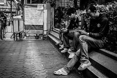 Device influence | Bangkok 2016 (Johnragai-Moment Catcher) Tags: people photography monocrome momentcatcher street streetphotography streetmoment streetlife straatfotografie johnragai johnragaiphotos johnragaistreet johnragaibw blackandwhite blackwhite bangkokstreet