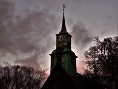 Kirche in der Abenddämmerung (nadjagolitschek) Tags: horror kirche grusel abend dämmerung abenddämmerung hamburg turmuhr düster stimmung atmosphäre