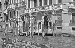 Reflets. (caramoul25) Tags: venise venice venezia reflets reflection façades balcons balcony caramoul25