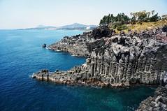 大浦海岸柱狀節理帶   Daepo Jusangjeolli Cliff (주상절리(대포동지삿개)) (C. Alice) Tags: sony sonyepz1650mmf3556oss sonynex5r blue green island sea seacoast sky 2017 korea asia water rock favorites30 favorites50 jinju autofocus