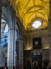 The light in the window illuminates the tomb of Columbus (jcfasero) Tags: colon columbus sevilla catedral cathedral color luz light sony rx100